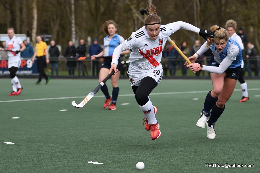 Michelle Fillet in actie voor Amsterdam. De regerend landskampioen speelde afgelopen zondag gelijk tegen Hurley.