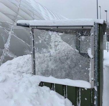 Er ligt teveel sneeuw op de hockeydome van Rotterdam.