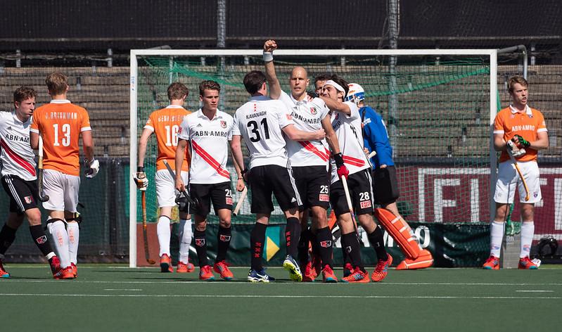 Amsterdam speelt in de play-offs van 2018 met 5-5 gelijk tegen Bloemendaal. Uiteindelijk trekt Bloemendaal aan het langste eind. Foto: Roel Ubels