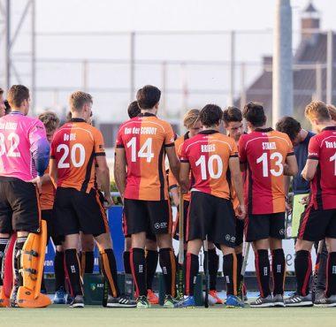 Oranje-Rood teambespreking tijdens de Gold Cup.