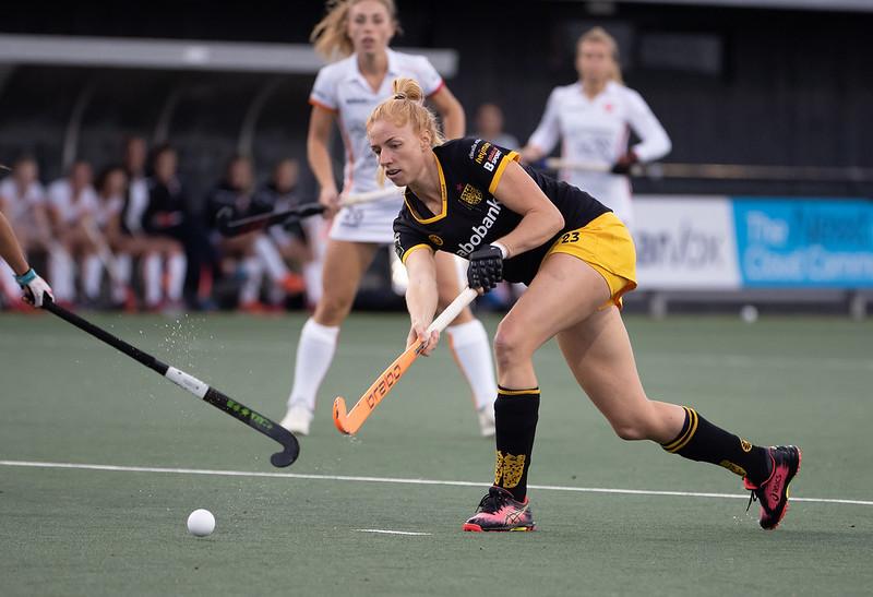 Margot van Geffen in actie tegen Oranje-Rood.
