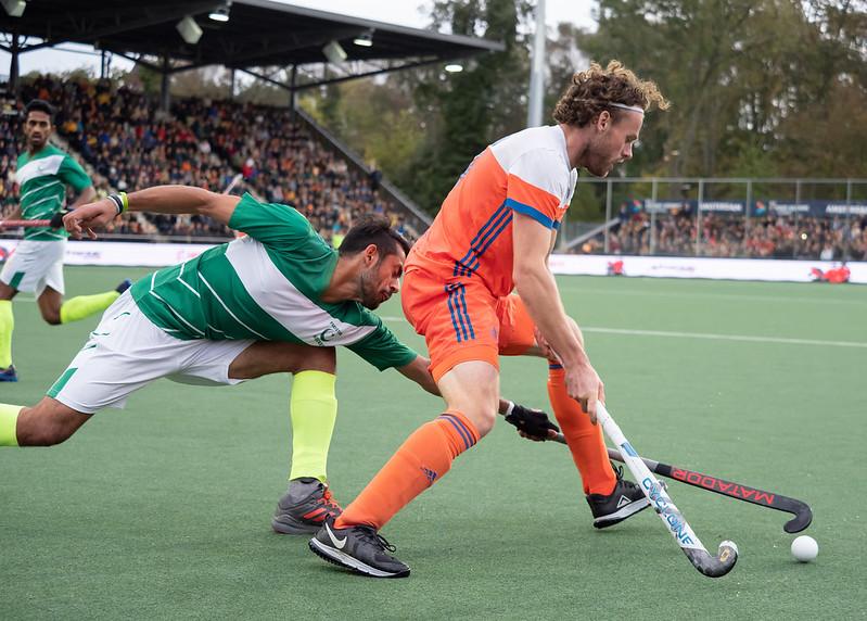 Bob de Voogd in actie tegen Pakistan. Foto: Roel Ubels