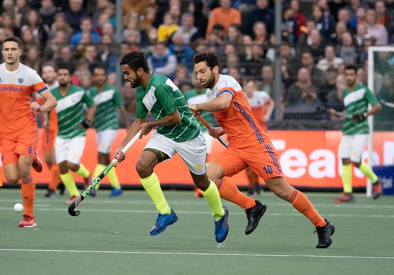 Valentin Verga in actie tijdens de Olympische Kwalificatie wedstrijden in Amstelveen.