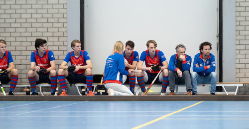 Een taktische bespreking bij SCHC door coach Marieke Dijkstra.