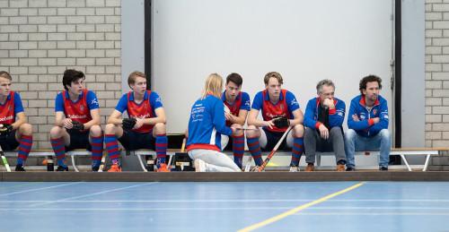 Een taktische bespreking bij SCHC door coach Marieke Dijkstra.