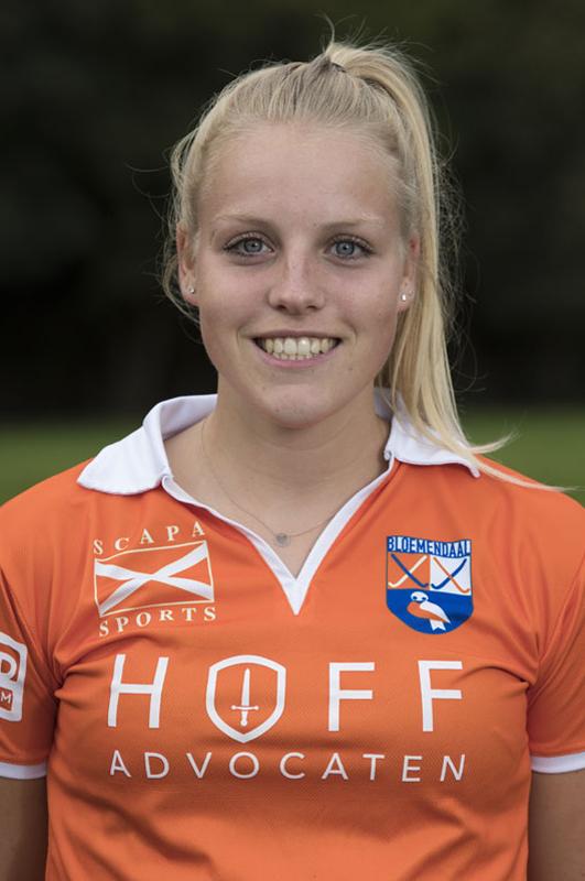 BLOEMENDAAL - KIM VAN LEEUWEN  van Bloemendaal Dames I seizoen 2016-2017.    COPYRIGHT KOEN SUYK