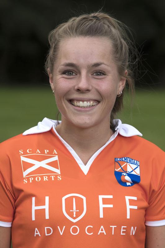 BLOEMENDAAL - MYRTHE VAN KESTEREN van Bloemendaal Dames I seizoen 2016-2017.    COPYRIGHT KOEN SUYK