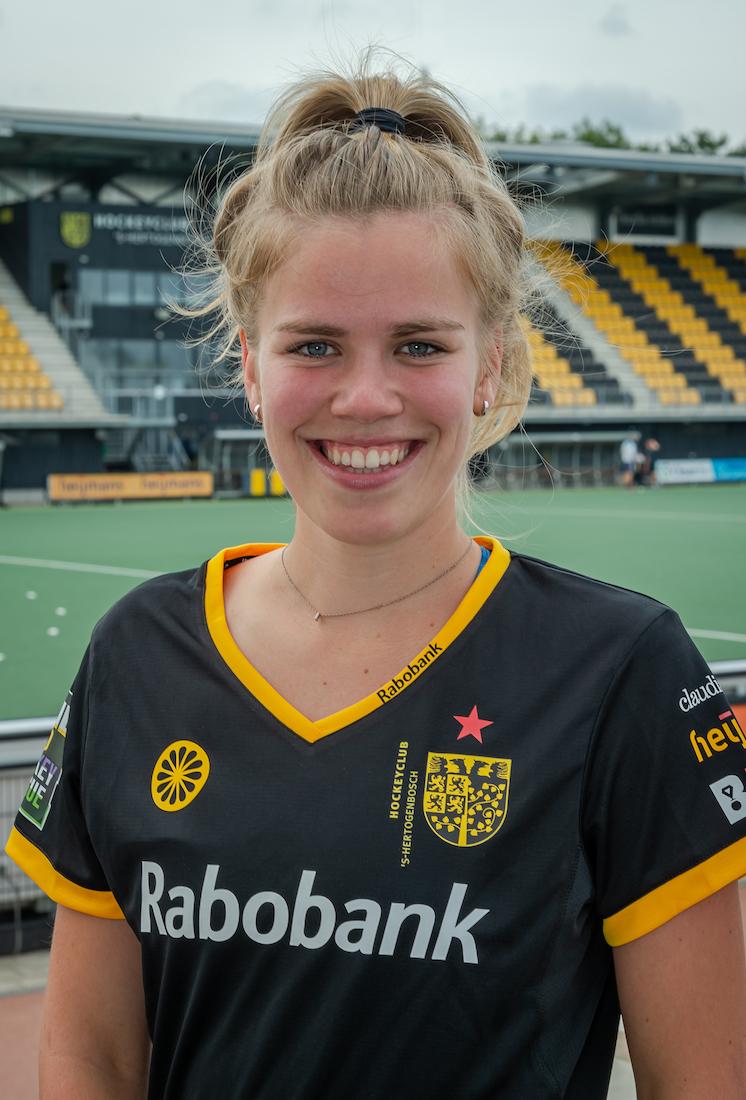 Imme van der Hoek #21