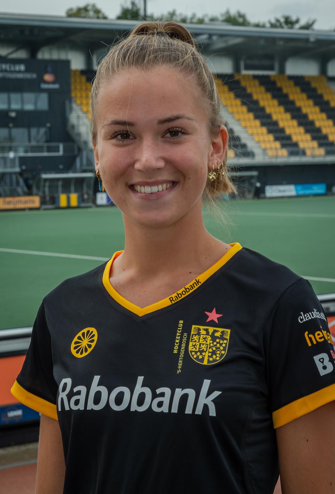 Julie van den Heuvel #12