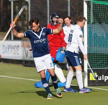 Sebastien Dockier scoort in de eerste minuut tegen Tilburg.