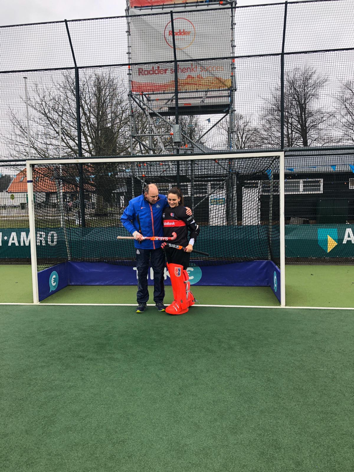 Roos Knijff staat voor het eerst weer op goal na een langdurige blessure