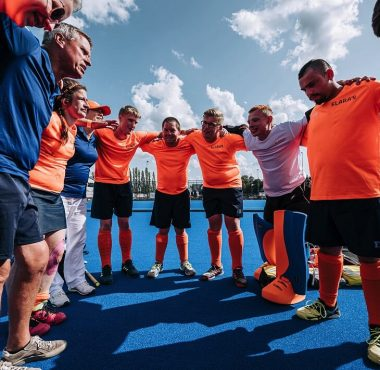 De Nederlandse Parahockeyers maken zich klaar voor de wedstrijd